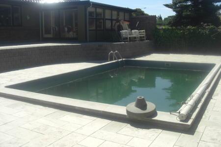 Færdigt resultat efter anlæg af ny terrasse omkring pool
